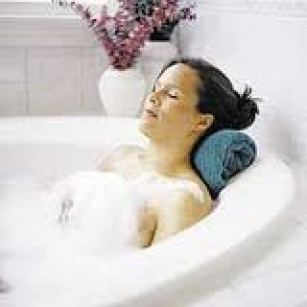 woman_relax_tub_spa_small 200x200