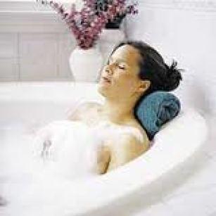 woman_relax_tub_spa_small 200x200