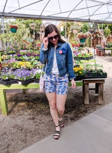 spring fashion, casual spring outfit, floral shorts, black sandals, denim jacket, floral brooches
