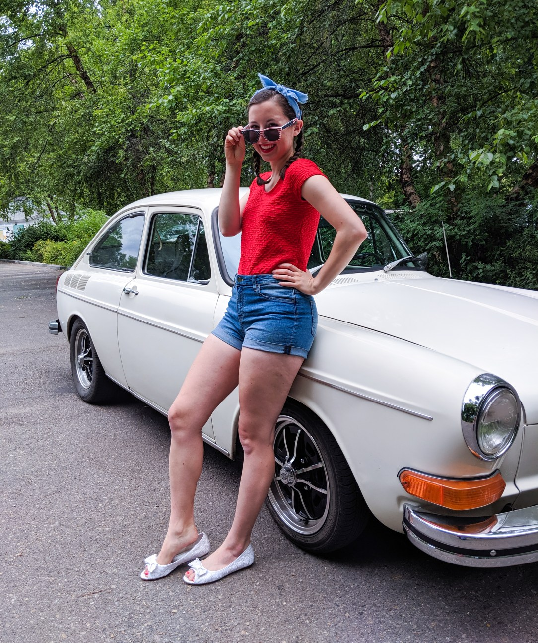red shirt, jean shorts, old car, patriotic