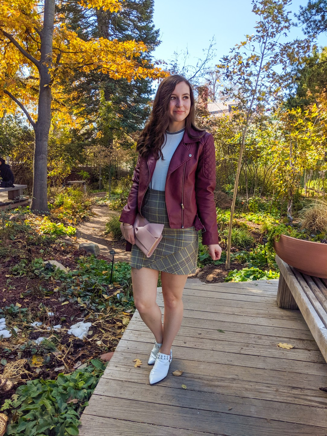 fall season, fall fashion, burgundy jacket, changing leaves