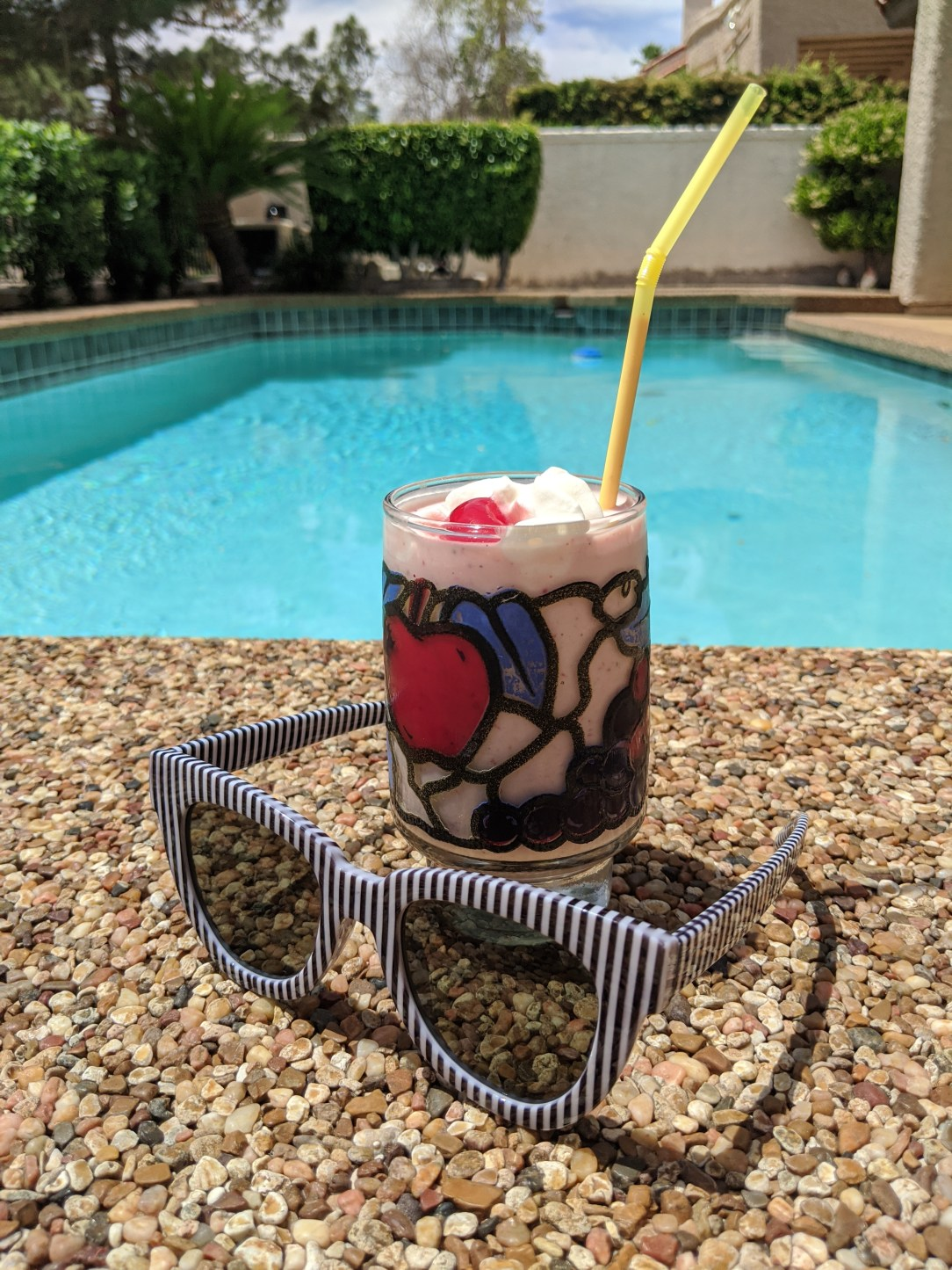 smoothie-poolside-striped-sunglasses-pool-day