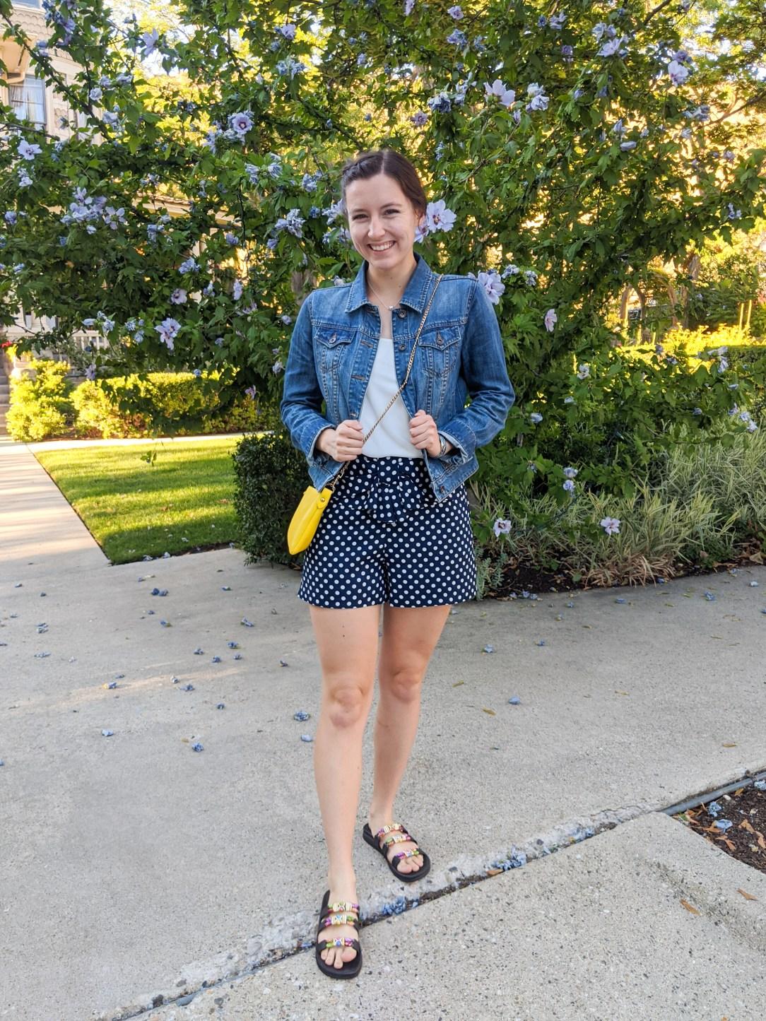 navy-polka-dot-shorts-summer-outfit
