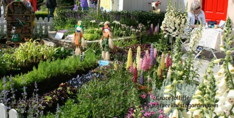 colourful-childrens-garden