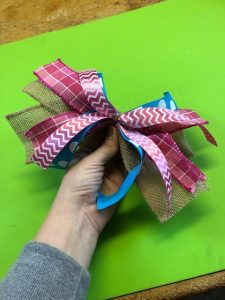 How to make a super simple bow! This bow is so easy to make and is so pretty! Learn to make your own bow today!