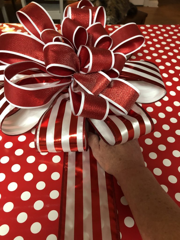 How to Create a DIY Christmas Gift Wrapped Wall Canvas
