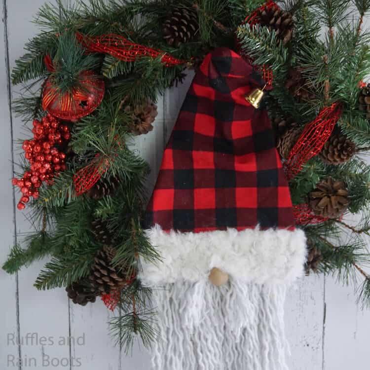 How to Make a Gnome Wreath