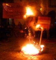 Un ninot del ministre Wert va ser cremat al final de la marxa