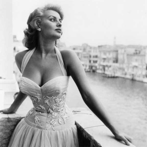 Sophia Loren posing in Venice - white dress