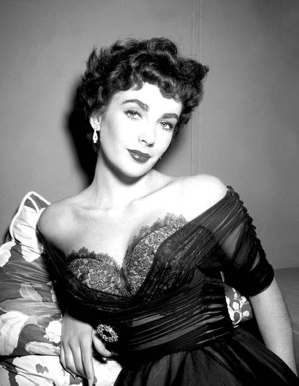 Elizabeth Taylor - Hollywood's Most Alluring Fashion Icon