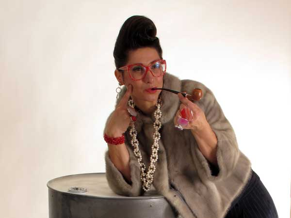 Gracie Opulanza - Wearing Vintage Fashion