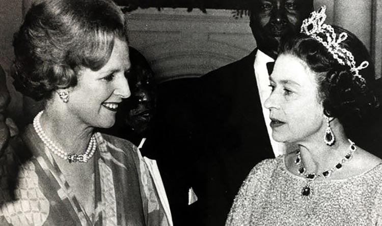 Margaret-Thatcher-and-the-Queen-2457774