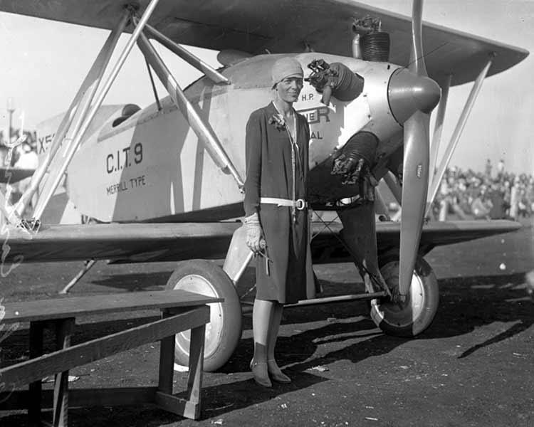 Amelia_Earhart,_circa_1928