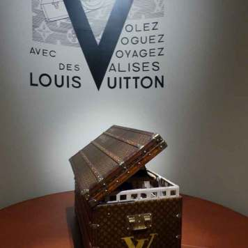 Loui Vuitton Museum Gracie Opulanza Paris Fashion Week 2016 (8)