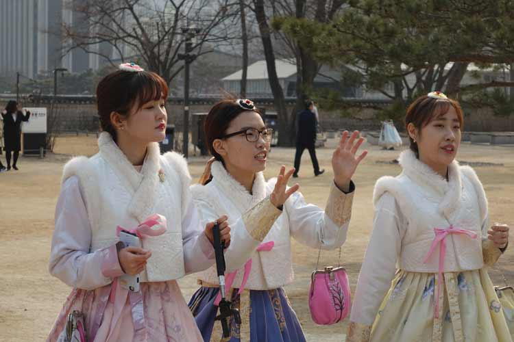 Seoul South Korea Fashion – apM Place & Jogyesa Temple