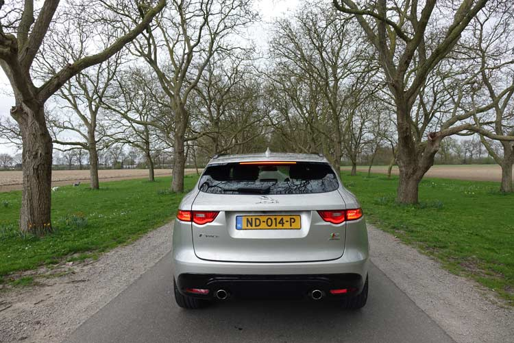 Jaguar F-PACE Model S – Luxury Family Car On 22 Inch Wheel