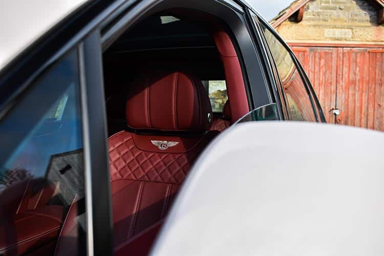 Bentley bentayga SUV V8 Lifestyle menstylefashion (2