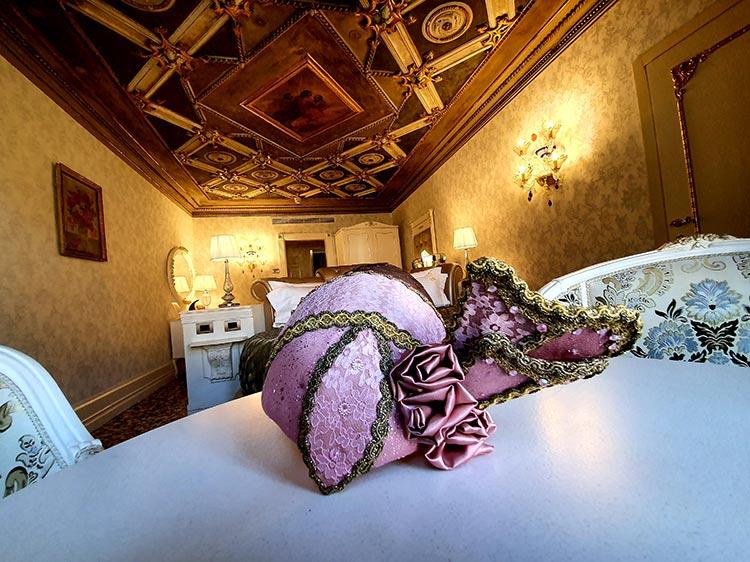 Venice - Head Piece Art Gracie Opulanza summer 2020 Italy Ego Boutique Hotel (6)