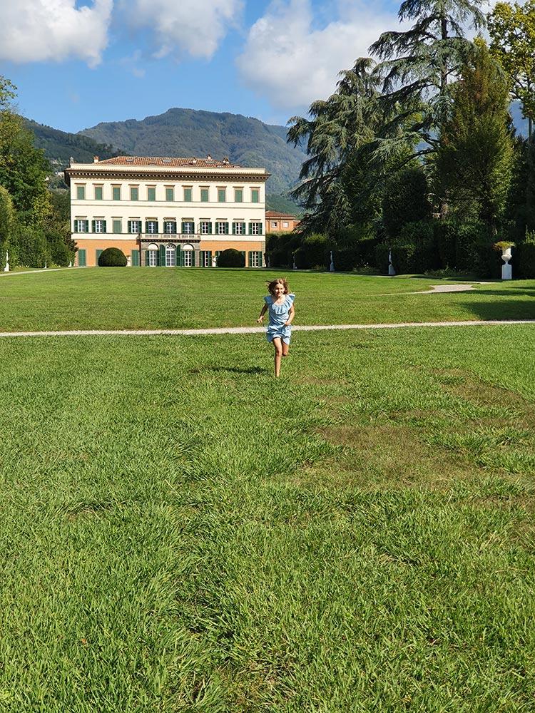 Children running at Villa Reale