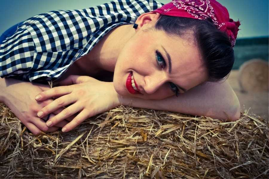 How to Get the Rockabilly Look - Fashion, Hair & Makeup (4)