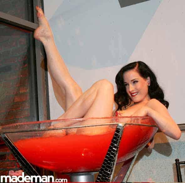 martini cup Dita-Von-Teese-1940s-Burlesque-Vintage-Fashion-Icon-6