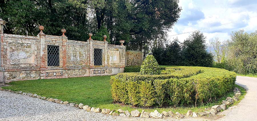 Tuscan Walls