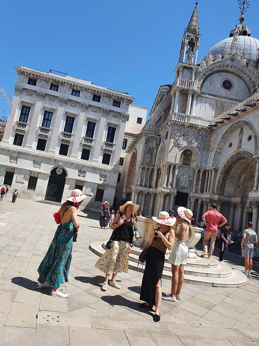 straw hat Venice