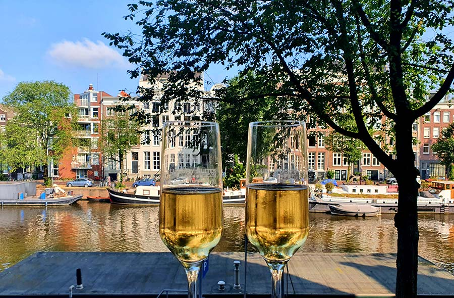 Luxury Suites Amsterdam champagne