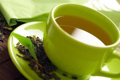 rsz_healthy-green-tea-cup-tea-leaves