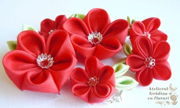 Cerceii roşii din mătase, de diverse mărimi.