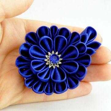 Crizantema kanzashi baza dubla din satin albastru roial