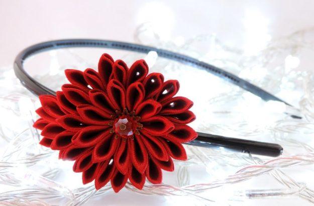 Crizantema rosie - floare kanzashi satin