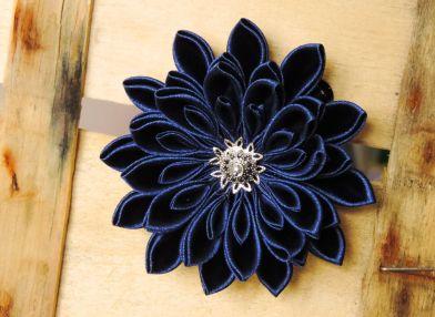 Crizantema - floare kanzashi bleumarin satin premiu II