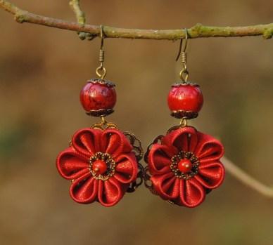 Colectia flori de mina - cercei flori kanzashi satin roșu