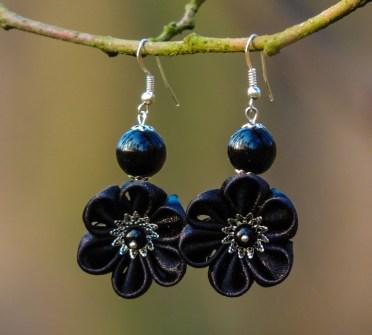 Colectia flori de mina - cercei flori kanzashi satin negru
