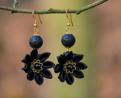 Colectia flori de mina - cercei flori kanzashi satin negru auriu