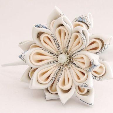 Lotus mare din matase albastra bleu deschis cu alb - kanzashi handmade