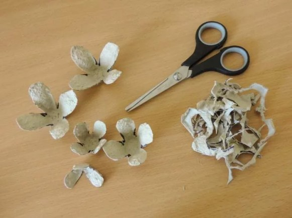 Tutorial - egg carton roses - DIY flower decorations - finished cutting