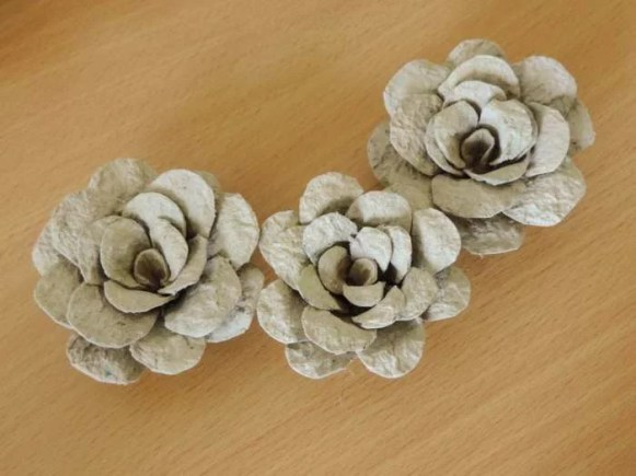 Tutorial - egg carton roses - DIY flower decorations - finished flowers