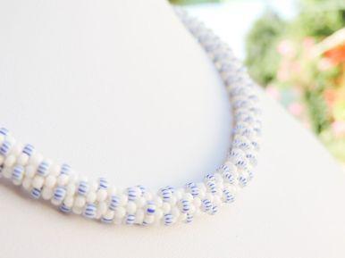 Colier margele Preciosa crosetate - dungi si alb - bead crochet