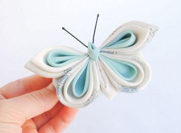 Fluture albastru deschis alb - matase - kanzashi - clama de par