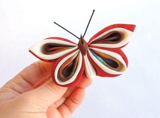 Fluture rosu color alb rosu - matase, voal - kanzashi - clama brosa