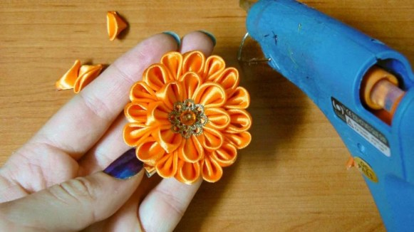 Tutorial small satin dahlia - step 9