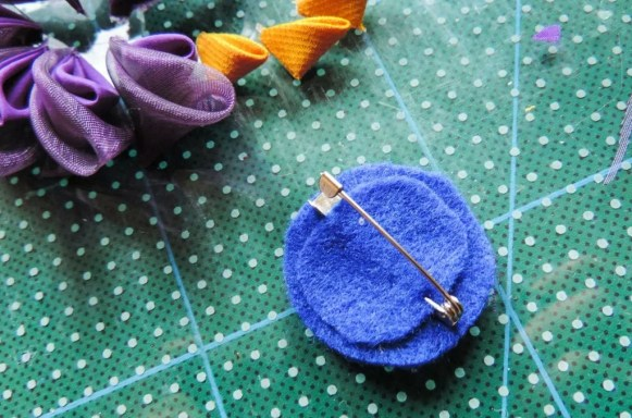 Tutorial floare de iris matase organza - baza de fetru