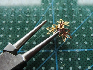 Tutorial floare de iris matase organza - element central filigranat spate