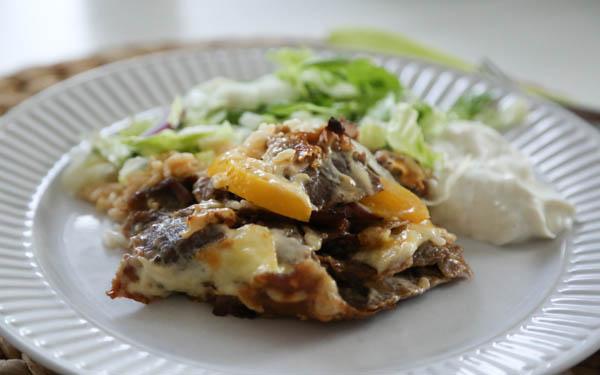 Kebabgratäng med vitlökssås - gradinskan.se