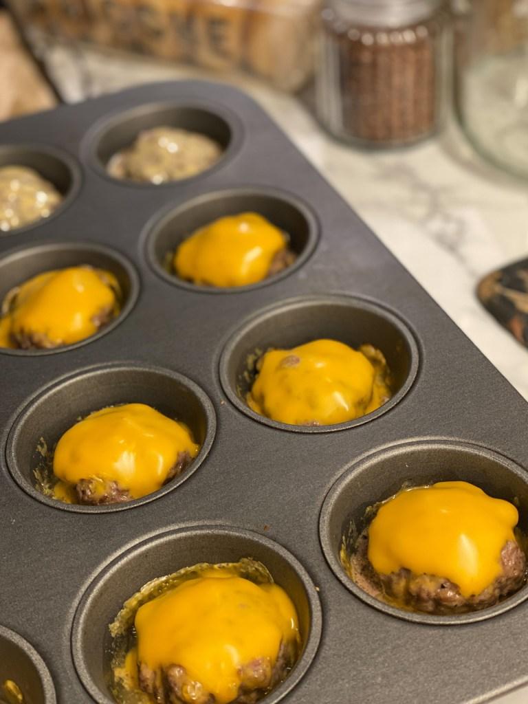 Miniburgare i muffinsplåt
