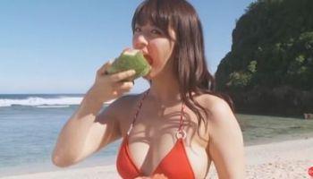 柳ゆり菜 エッチなビキニ姿でセクシーボディを見せちゃう