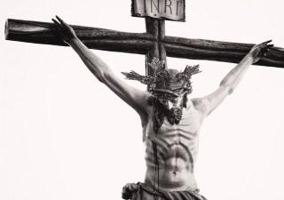 Wisi na krzyżu