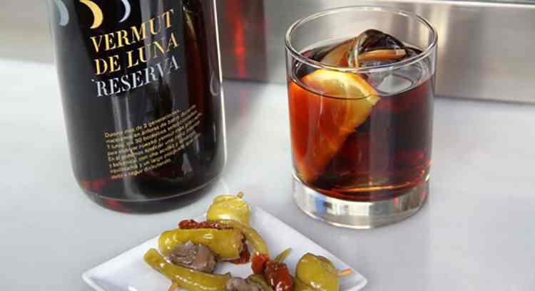 Bagaimana untuk berkhidmat vermouth